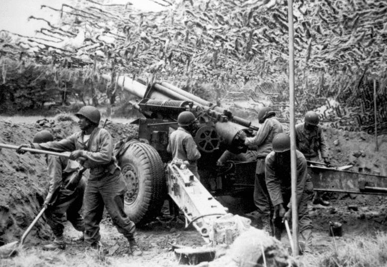 155-мм гаубица во Франции. Июнь 1944 г.