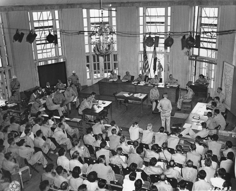 Заседание трибунала по японским военным преступникам в Маниле на Филиппинах, рассматривающее дело японского генерал-лейтенанта Ямаситы Томоюки. Октябрь 1945 г.