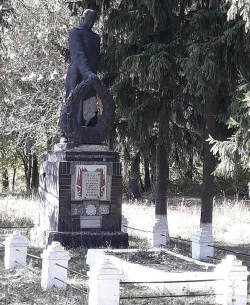 с. Марковское Роменского р-на. Братская могила советских воинов.