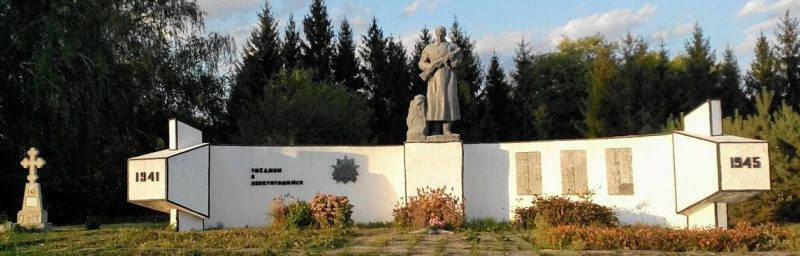с. Ягановка Липоводолинского р-на. Мемориал на кладбище, установленный на братской могиле советских воинов.