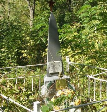 с. Николаевка Роменского р-на. Братская могила мирных жителей, казненных немцами.