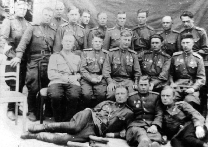 Офицеры 74-й стрелковой дивизии, освобождавшие город. Январь 1944 г.
