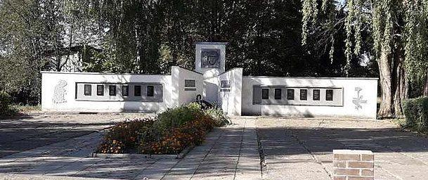 с. Николаевка Роменского р-на. Памятник погибшим односельчанам.