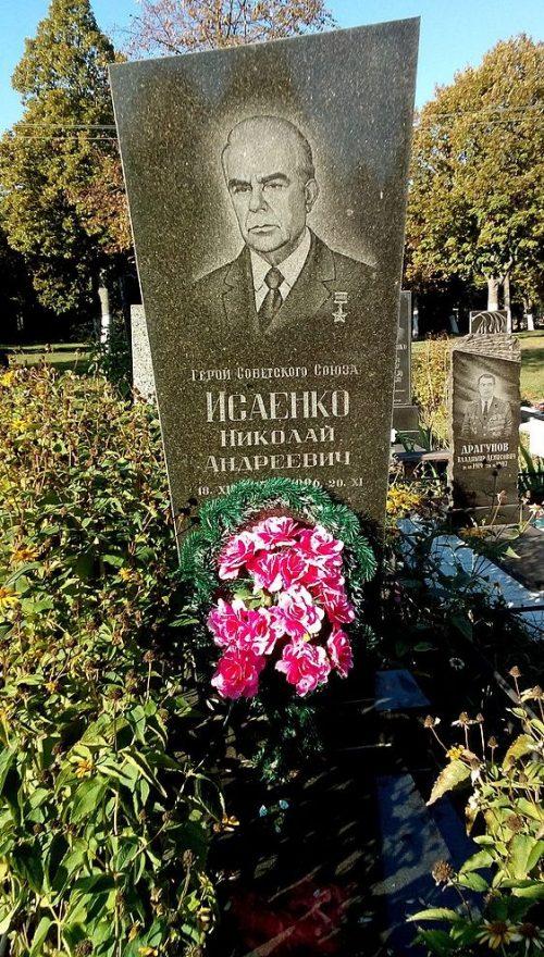 г. Чернигов. Могила Героя Советского Союза Исаенко М.А. на кладбище «Яцево».