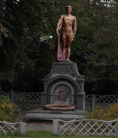 с. Мирополье Краснопольского р-на. Братская могила советских воинов.