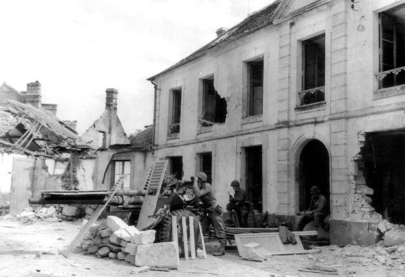 Противотанковое орудие M5 в Ле-Бур-Сен-Леонар, Франция. 19 августа 1944 г.