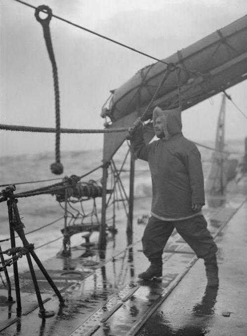 Матрос с экипажа HMS «Inglefield» во время арктического конвоя. Февраль 1943 г.