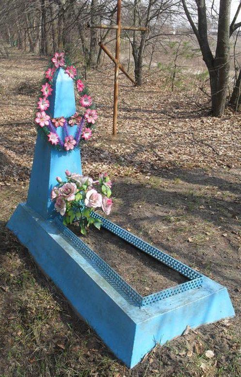 с. Ображиевка Шосткинского р-на. Могила неизвестного советского воина, который погиб в сентябре 1943 года.