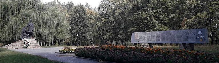 с. Пустовойтовка Роменского р-на. Памятник советским воинам и погибшим землякам.