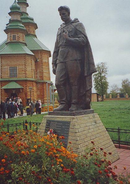 с. Пустовойтовка Роменского р-на. Памятник солдату-освободителю.