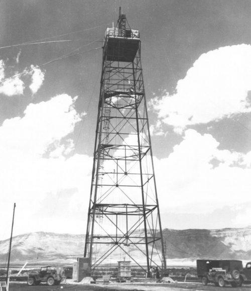 Вышка с атомной бомбой «Штучка» перед подрывом. 15 июля 1945 г.