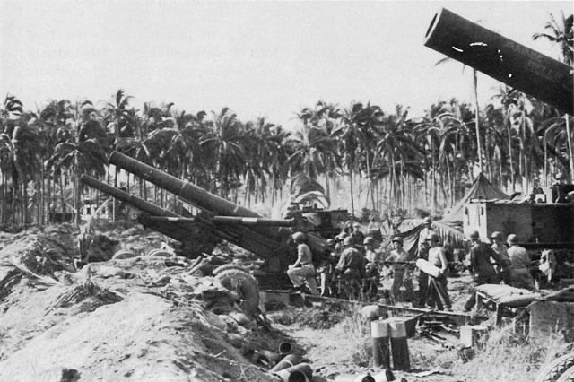 Американские 8-дюймовые гаубицы возле Таклобана, Лейте. Октябрь 1944 г.