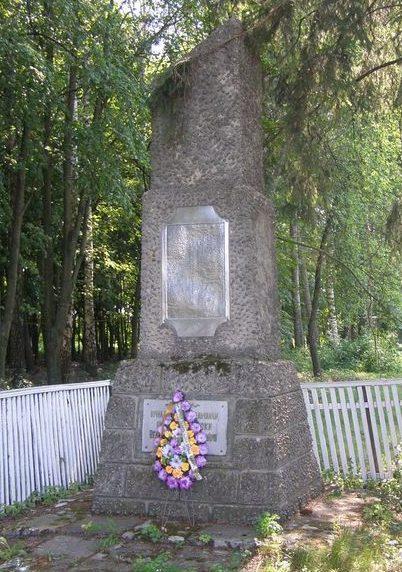 с. Репки Роменского р-на. Памятный знак погибшим односельчанам.