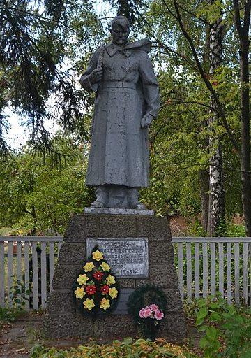 с. Репки Роменского р-на. Братская могила воинов, погибших при освобождении села.
