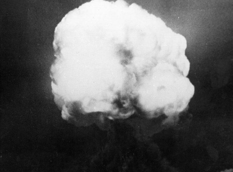 Атомный гриб через 16 секунд после взрыва. 16 июля 1945 г.