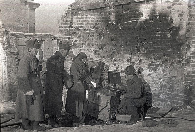 Обращение пленного немецкого солдата по радио к немецким солдатам. Сталинград, 1943 г.