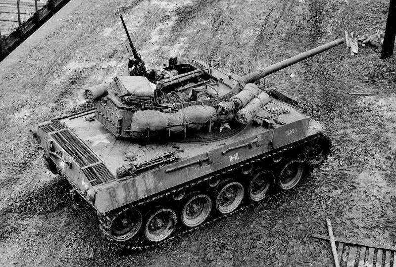Американская САУ M18 «Хеллкет» в Сарребурге, Франция. Декабрь 1944 г.