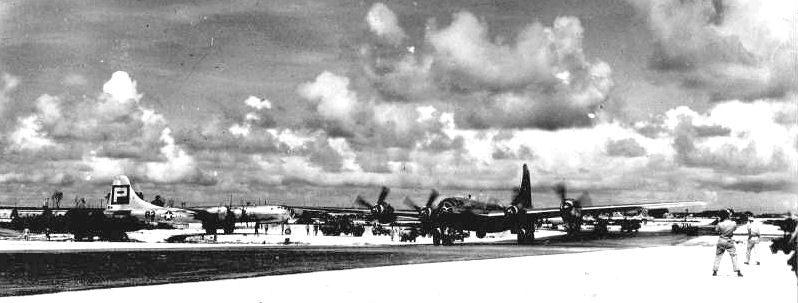 Американская авиабаза на остров Тиниан, откуда взлетали бомбардировщики с атомными бомбами. Июль 1945 г.