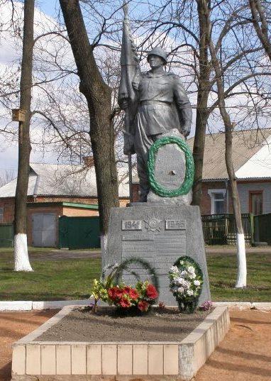 г. Ромны. Памятник, установленный на братской могила воинов, погибших при освобождении города.