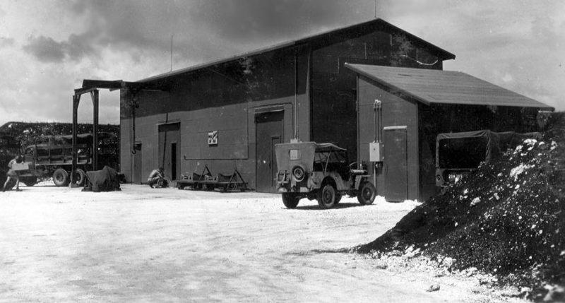 Сборочный корпус, где собирали атомные бомбы перед погрузкой на самолеты. Остров Тиниан, июль 1945 г.