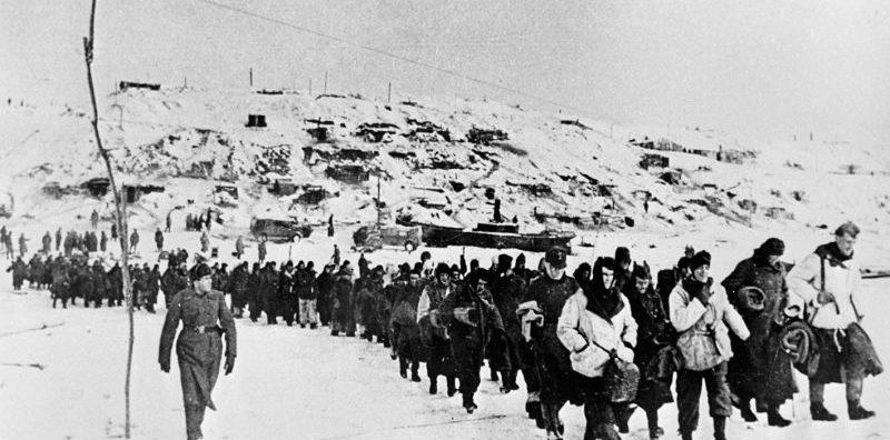 Немцы, плененные в ходе Сталинградской битвы. 1943 г.