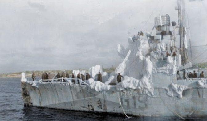 Обледеневшие корабли Арктического конвоя. 1943 г.