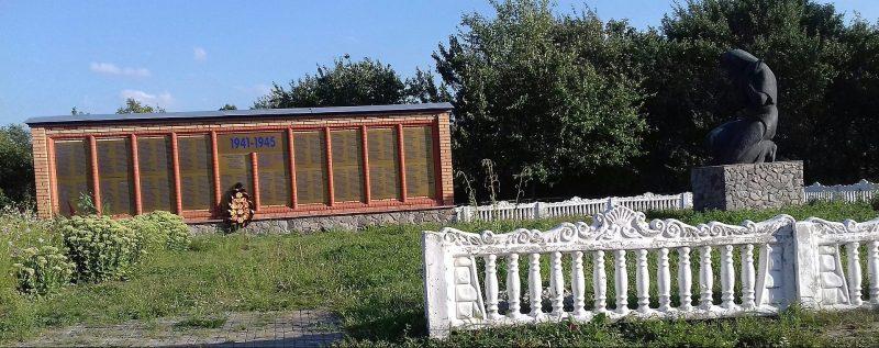 с. Смелое Роменского р-на. Братская могила советских воинов.