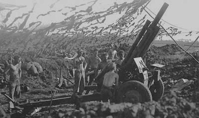 105-мм гаубица на позиции. 1944 г.