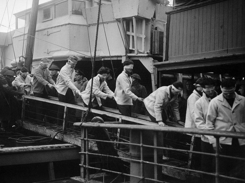 Выжившие моряки с немецкого линкора «Шарнхорст» в Скапа-Флоу. Январь 1944 г.
