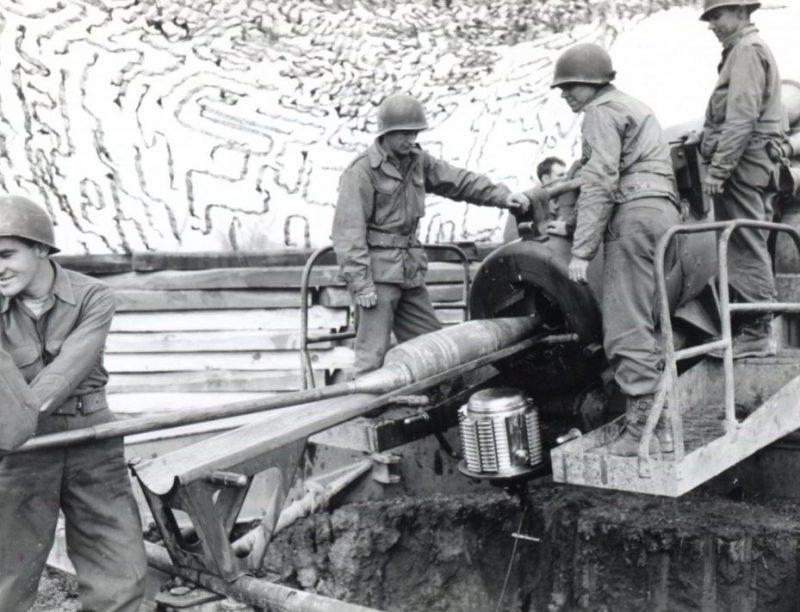 Орудийный расчет 8-дюймовой пушки M1 недалеко от Берстхейма. 1944 г.