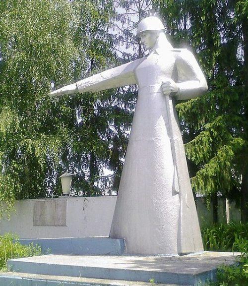 г. Шостка. Братская могила 37 советских воинов, похороненных в августе 1941 и в сентябре 1943 года.
