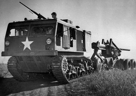 Артиллерийский трактор М4 со 155-мм орудием на буксире. 1944 г.