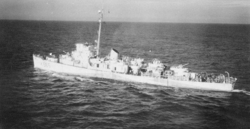 Британский фрегат HMS «Loring» в плавании в составе конвоя в Северной Атлантике. Август 1944 г.