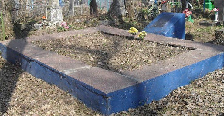 г. Шостка. Братская могила 28 советских воинов, погибших в сентябре-октябре 1943 года.