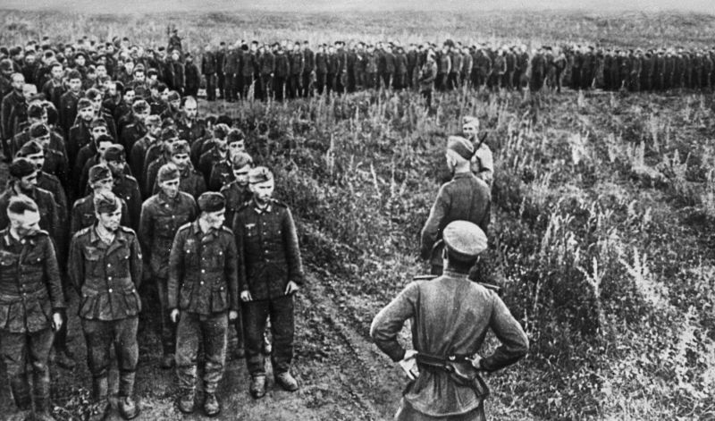Солдаты Вермахта, плененные во время боев на Курской дуге. 1943 г.