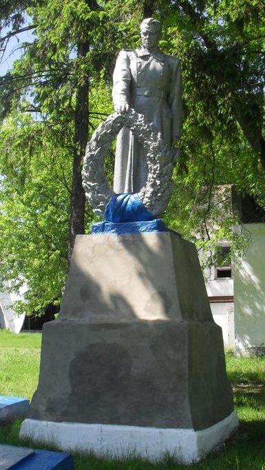 с. Антоновка Ямпольского р-на. Братская могила 11 советских воинов, погибших в сентябре 1943 года.