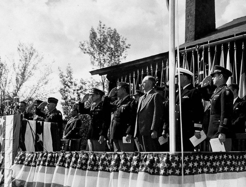 Вручение награды участникам Манхэттенского проекта. 16 октября 1945 г.