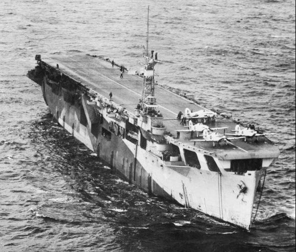 Британский эскортный авианосец HMS «Nairana» в составе конвоя в Атлантическом океане. 1944 г.
