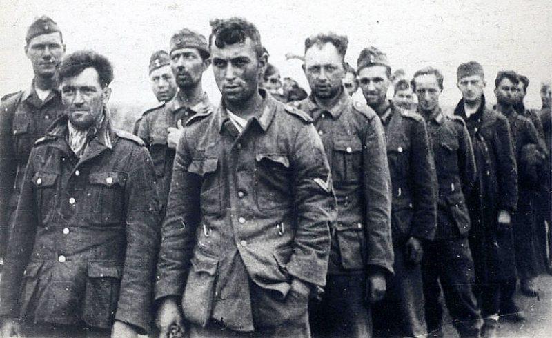 Колонна немецких военнопленных, захваченных в боях на орловском направлении. 1943 г.