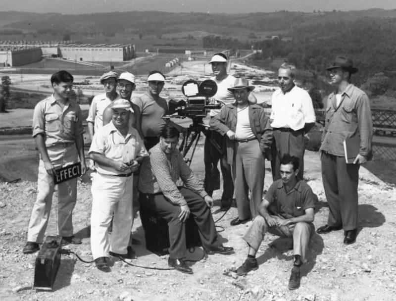 Съемочная группа MGM в исследовательском центре К-25, Ок-Ридж, Теннесси. 1946 г.