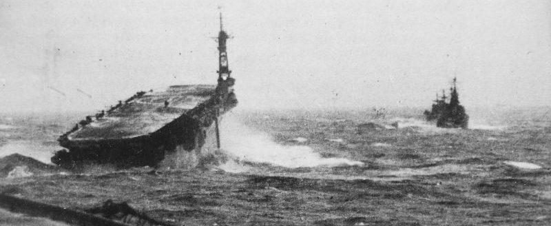 Эскортные корабли конвоя RA-64 на пути из Мурманска в Шотландию. Февраль 1945 г.