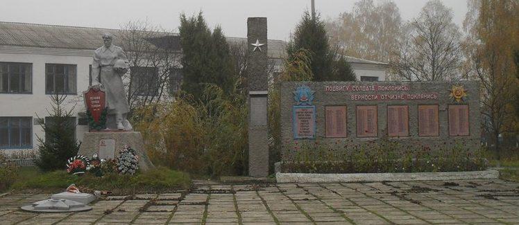 с. Кренидовка Середино-Будского р-на. Памятник, установленный на братской могиле, в которой похоронено 48 советских воинов, в т.ч. 34 неизвестных, погибших в годы войны.