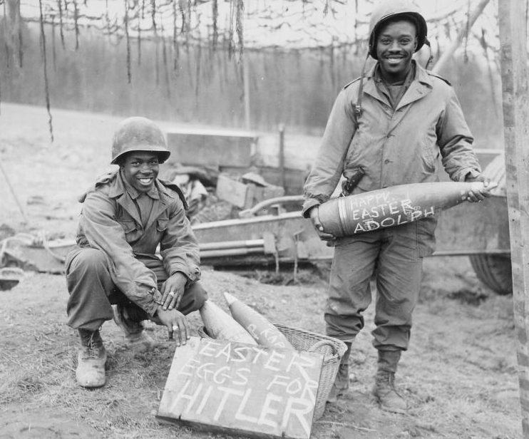 Американские артиллеристы готовят «пасхальные яйца» для Гитлера. Март 1945 г.