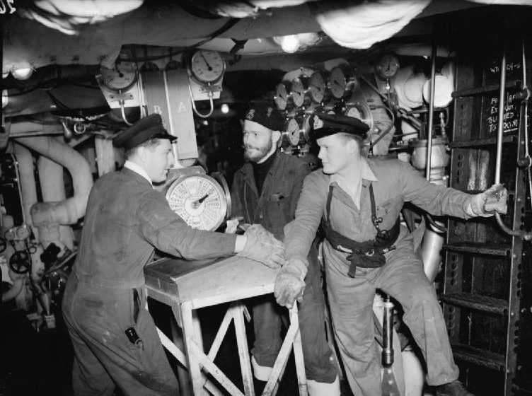 Машинное отделение HMS «Bellona». Конвой JW-64. Март 1945 г.