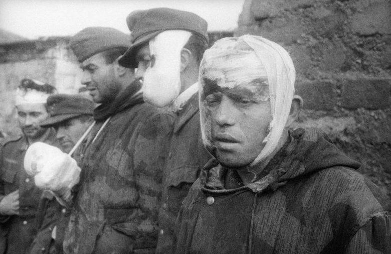 Раненые солдаты Вермахта, плененные во время боев за Севастополь. 1944 г.