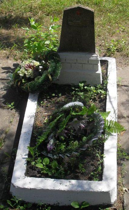 г. Дружба Ямпольского р-на. Могила капитана В.Г.Шуваева, который умер от ран в апреле 1945 года.