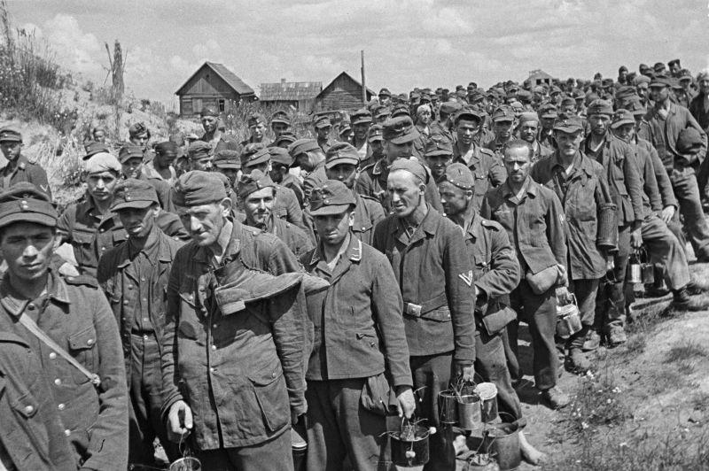 Пленные немецкие солдаты в районе Гомеля. 1944 г.