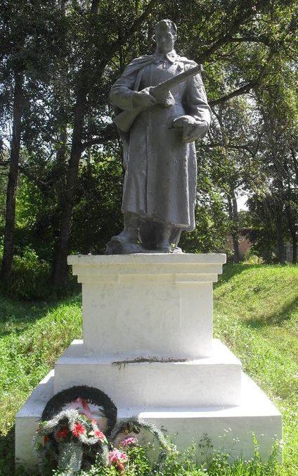 г. Дружба Ямпольского р-на. Памятник на территории сахарорафинадного завода, установленный на братской могиле, в которой похоронено 250 советских офицеров, замученных в концлагере в 1941-1943 гг.