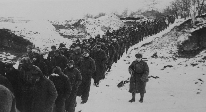 Колонна немецких солдат, взятых в плен в ходе Корсунь-Шевченковской наступательной операции. 1944 г.