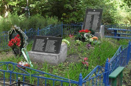 г. Дружба Ямпольского р-на. Братская могила на кладбище мирных граждан, погибших в годы войны.